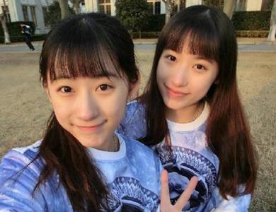 复旦大学双胞胎姐妹校花晒自拍合照走红