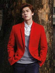 最帅的总裁_李易峰大红西装登封面 帅气总裁更显可爱一面