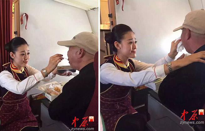 老人飞机上无法进食 空姐跪地喂饭