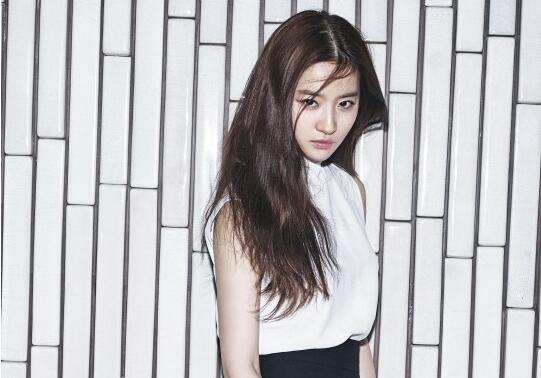 劉亦菲登韓國雜志封面 女神眼神魅惑氣場強