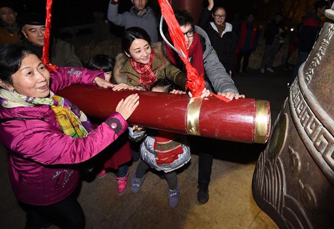 南京市民撞鐘迎新年