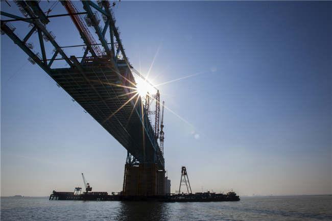 世界最大跨徑公鐵兩用鋼拱橋合龍