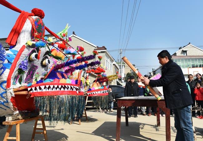 【網絡媒體走轉改】南京溧水村民為舞龍燈做準備 年俗延續300年