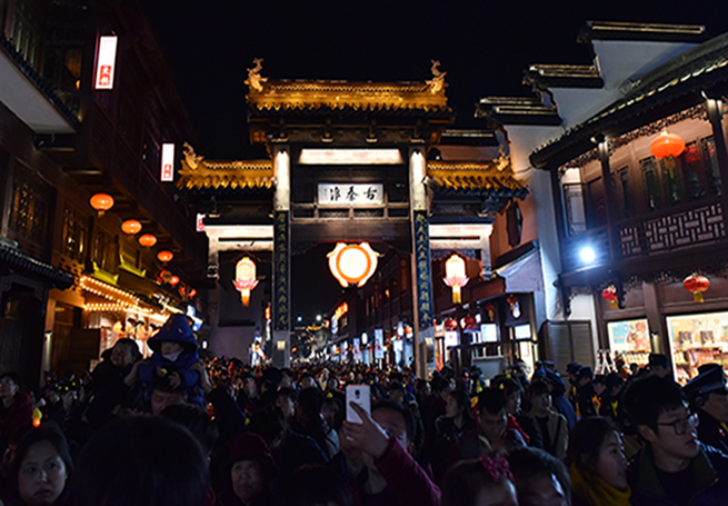 60萬遊客元宵節涌入南京夫子廟觀燈