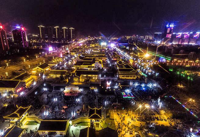 鹽城水街燈會流光溢彩