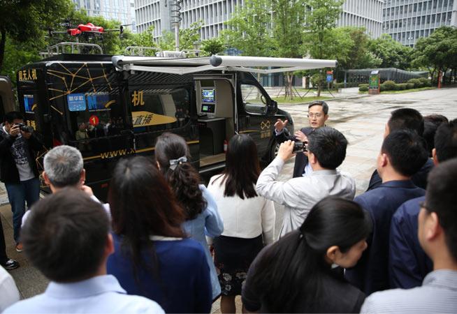 江蘇省委黨校學員觀摩新華網無人機導航直播車