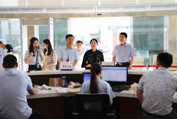 最高院第三巡回法庭李萍一行調研濱海法院