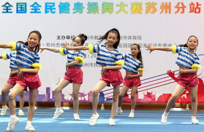 蘇州青少年學生舞動暑假樂翻天