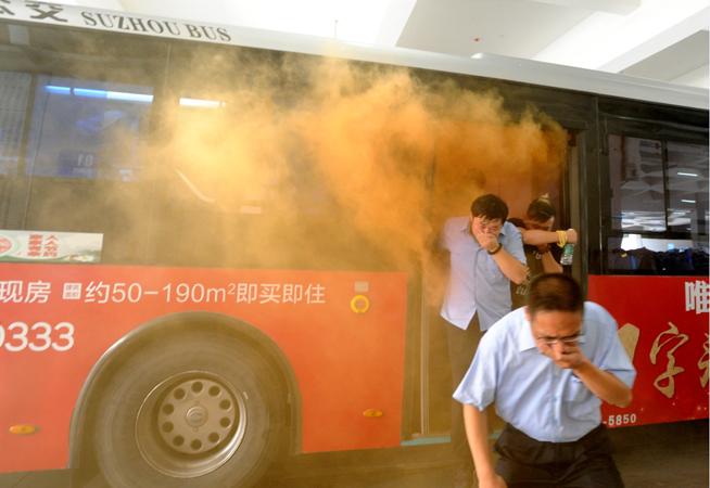 江苏苏州举行公交系统应急消防综合演练