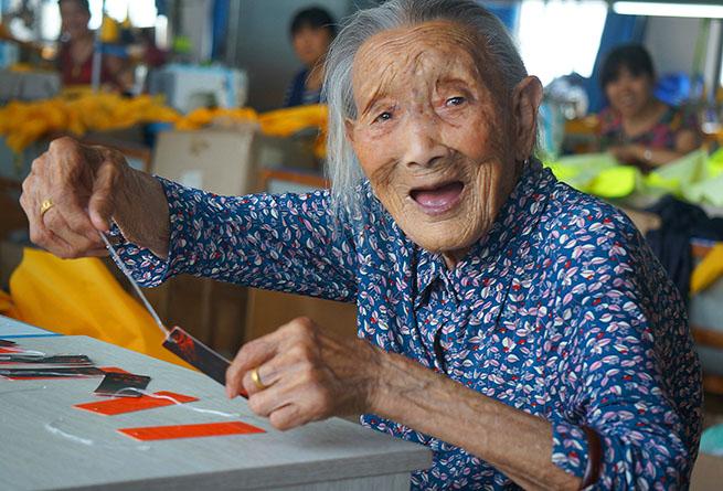 摄影师镜头里百岁老人的幸福生活
