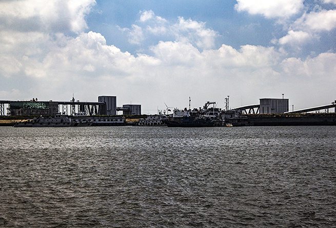 """航拍盐城10万吨级码头与电厂""""互动"""""""