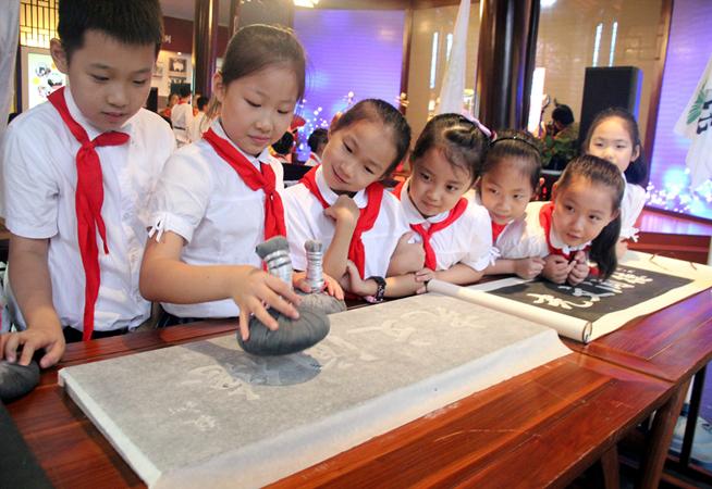 蘇州:體驗拓片技藝 感受傳統文化