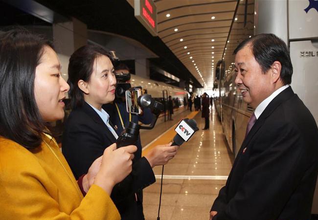 出席十九大的江苏代表团抵京