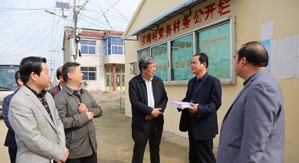 江蘇省物價局張衛東局長在寶應縣調研涉農收費公示情況