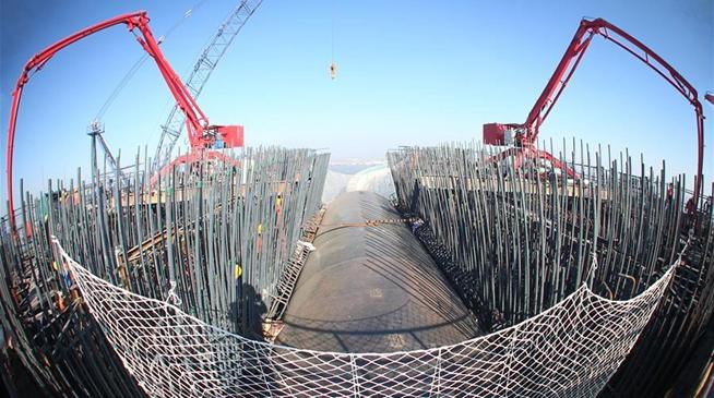 沪通长江大桥28号主墩施工高度突破200米