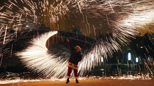 流光溢彩庆新年