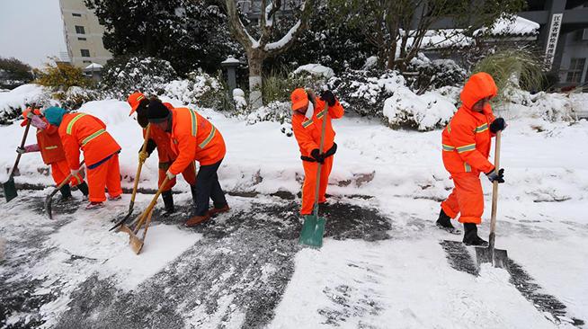 扫雪除冰保畅通