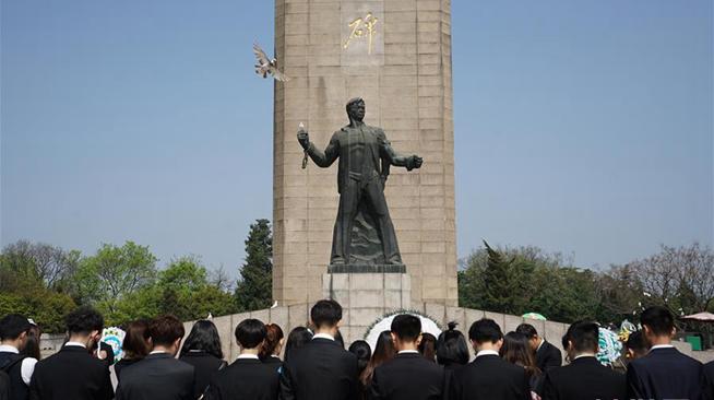南京:清明前夕凭吊先烈