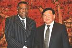 娄勤俭会见纳米比亚总统根哥布