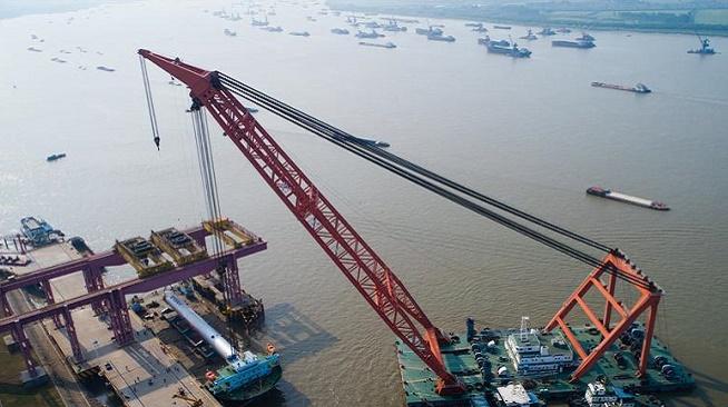 江苏镇江:世界最重加氢反应器发运 创长江航道最重吊装纪录