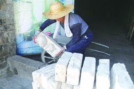 """南京城墙保护管理中心上半年4.5万块城砖""""入库"""" 大部分来源于拆迁"""