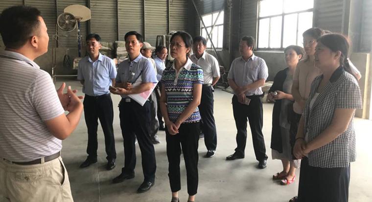江蘇省物價局副巡視員武春率隊在宿遷督查夏糧收購工作