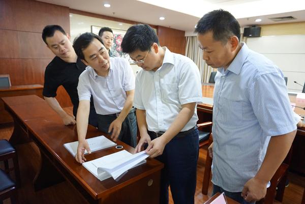 江蘇省物價局副局長陳琪宏在南京市高淳區走訪調研