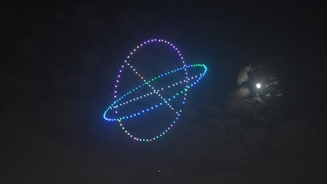 南航校友攜300架無人機上演燈光秀告白母校