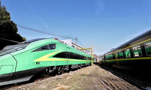 """航拍T66/65次列車換裝""""綠巨人""""上崗"""