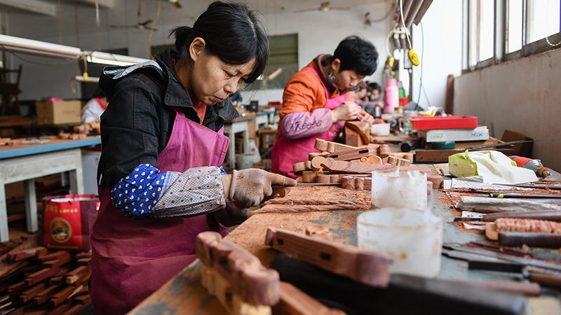 江蘇光福鎮:紅木雕刻成産業