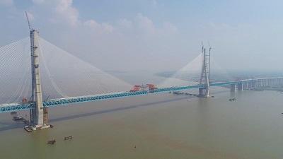 滬通長江大橋全橋合攏:促進長三角地區社會經濟一體化