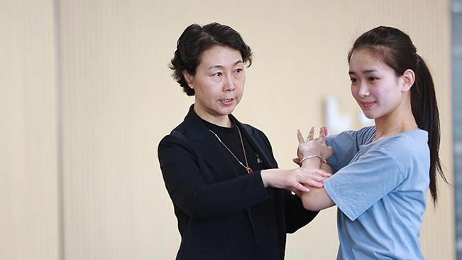 """王芳:傳統蘇劇""""上雲""""煥新生"""