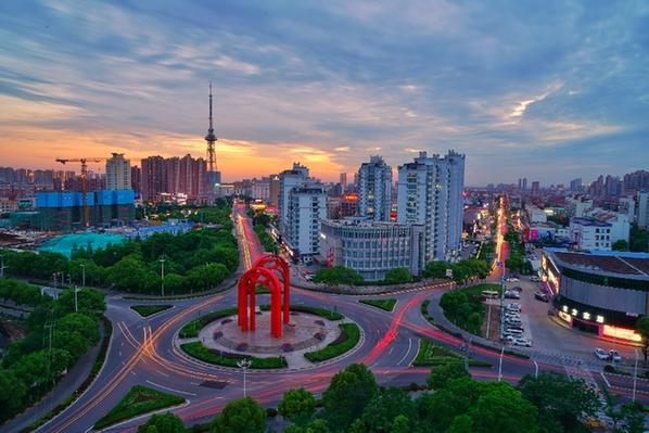 海門兩大城市地標——海之門雕塑和電視塔