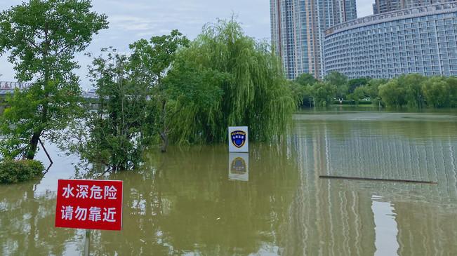 俯瞰汛期中的南京外秦淮河入江口
