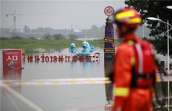 逆流而上!揚州111名消防員馳援鎮江世業洲