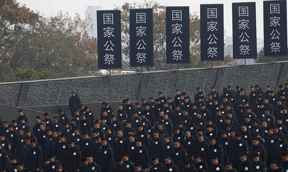 仪式现场拉响防空警报,向南京大屠杀死难者默哀