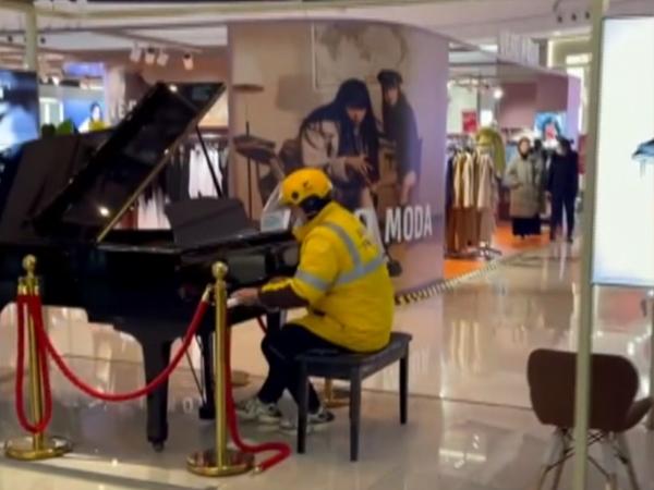 彈鋼琴走紅的外賣小哥找到了!