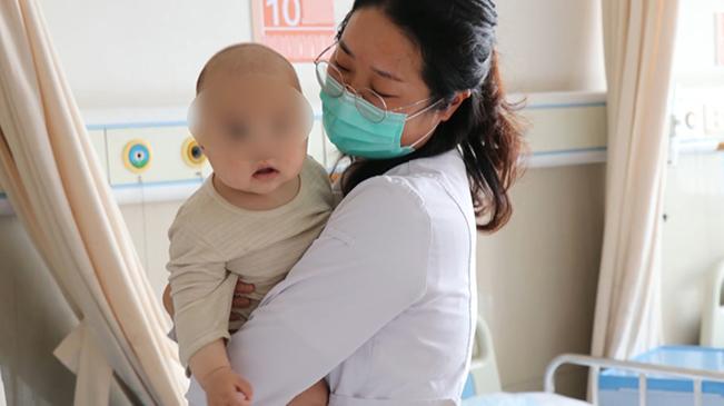 醫生生日當天救了嗆奶嬰兒