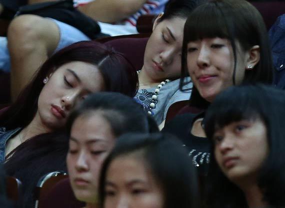 北影开学美女睡一片北影开学典礼北影开学美女北影