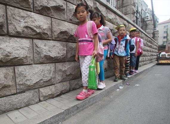 济南/济南最窄人行道仅0.2米