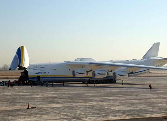 世界最大货运飞机空运中国城铁