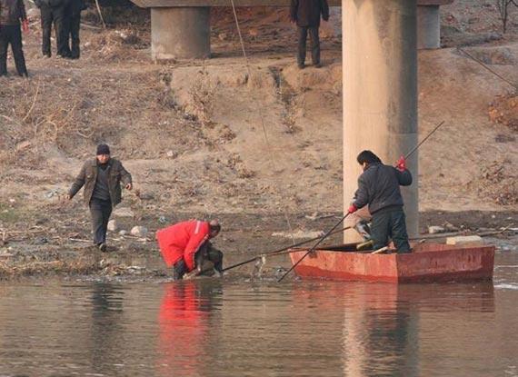 12歲女孩被撬窗抱走 遇害後屍體綁磚沉河