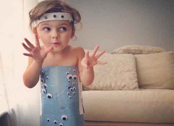 摄影师与4岁女儿diy纸制时装秀